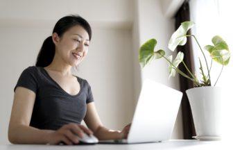 自宅で働きたい方必見!在宅ワークで出来る仕事内容と気になる収入とは?